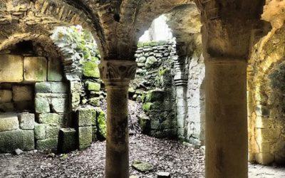 La cripta della chiesa romanica di San Salvatore di Giugnano